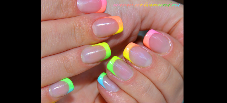 Радужный маникюр на гелевых ногтях